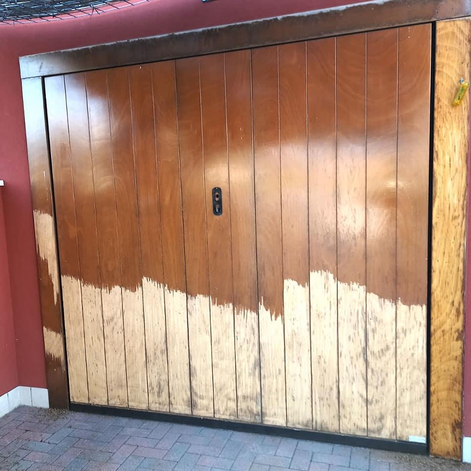 Portone garage in legno durante